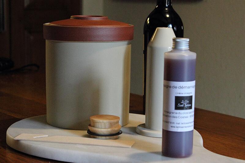 faire son vinaigre la maison avec un vinaigrier nouvelle g n ration ni cru ni cuit. Black Bedroom Furniture Sets. Home Design Ideas
